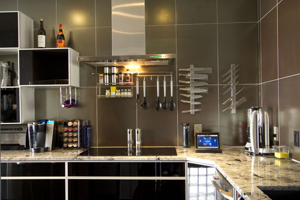 Projects - Condo living with a touch of color - 2