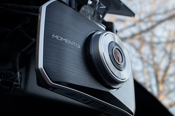 Picture of memento dash cam installed in a vehicle.