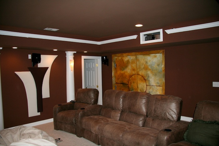 INI AV Gallery - Cave Cinema Projector