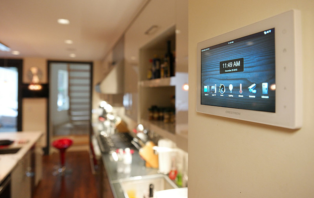 Electronics World - Hands on Crestron Home Automation