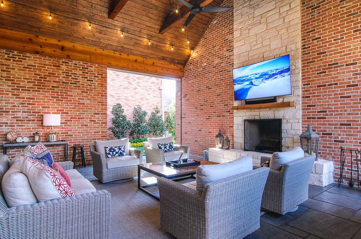 Dallas Lake Highlands Outdoor living room with patio outdoor TV, Sonos surround sound and motorized outdoor shades, also called motorized bug screens.