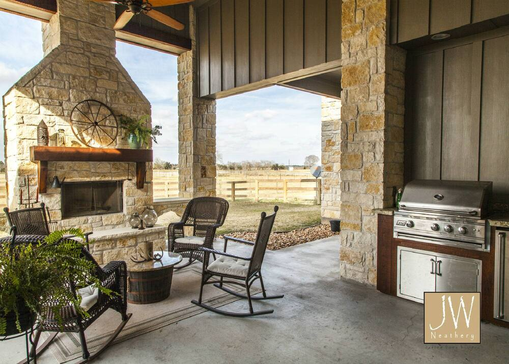 Outdoor Living and Kitchen