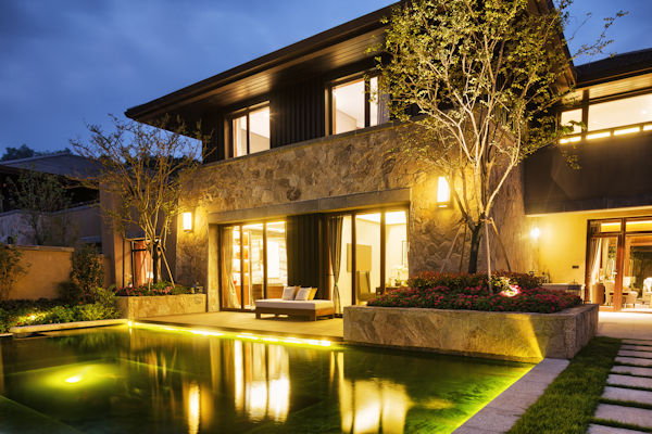 Signature Home Technologies - Back Yard Lighting
